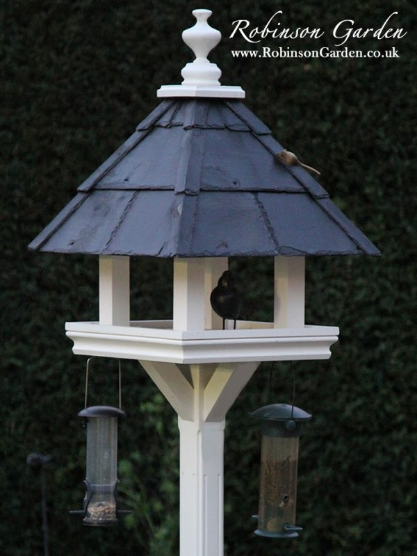 Robinson_Garden_Bird_table_Beaulieu