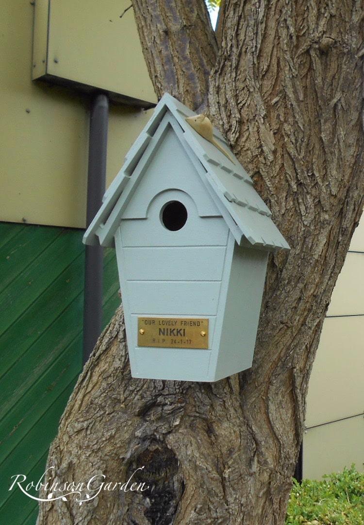 Lyndhurst Bespoke Bird box Farrow and Ball - Light Blue